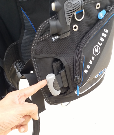Integrated weight pockets feature a QR handle - just grab and pull to ditch the weight
