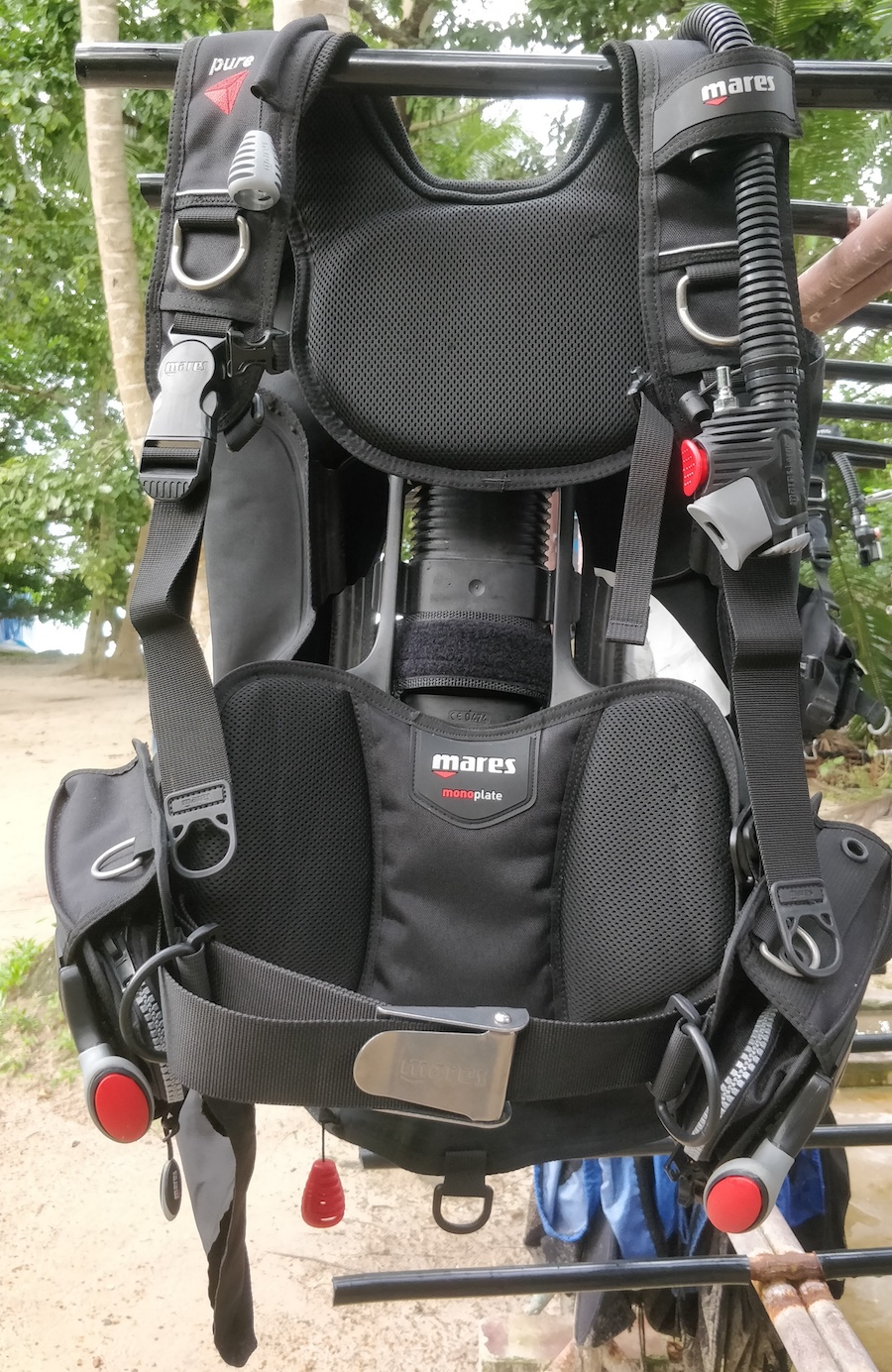 The Mares Pure SLS BCD, with the folding pocket opened